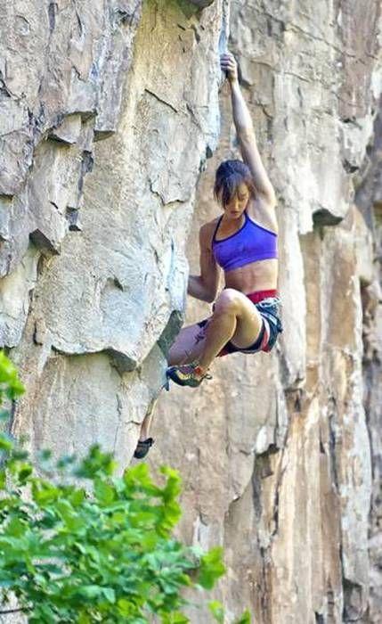 Seksowne dziewczyny wspinające się na skałki i ścianki - Joe Monster