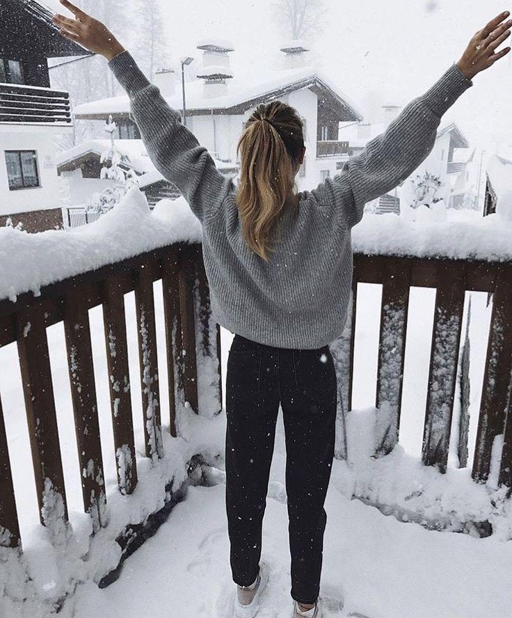 Картинки девушки зимой со спины около дома