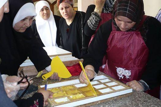 """Foto: """"Crediamo che lo sviluppo della nostra società sarà solo attraverso l'emancipazione delle donne""""  I nostri auguri di coraggio a tutte le donne che lottano quotidianamente per un mondo più equo, con le parole che ci sono state inviate delle Produttrici palestinesi di Aowa. #8marzo #IWD2014  http://www.altromercato.it/novita/8-marzo-AOWA"""