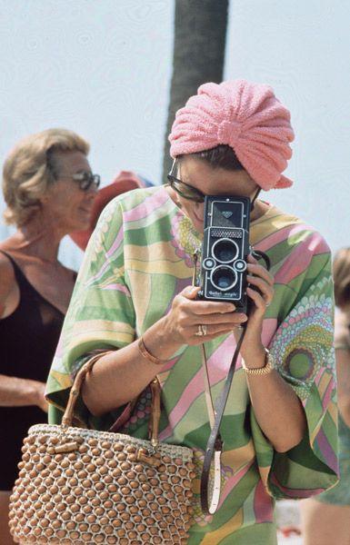 vintage turban, great print dress and straw handbag...love
