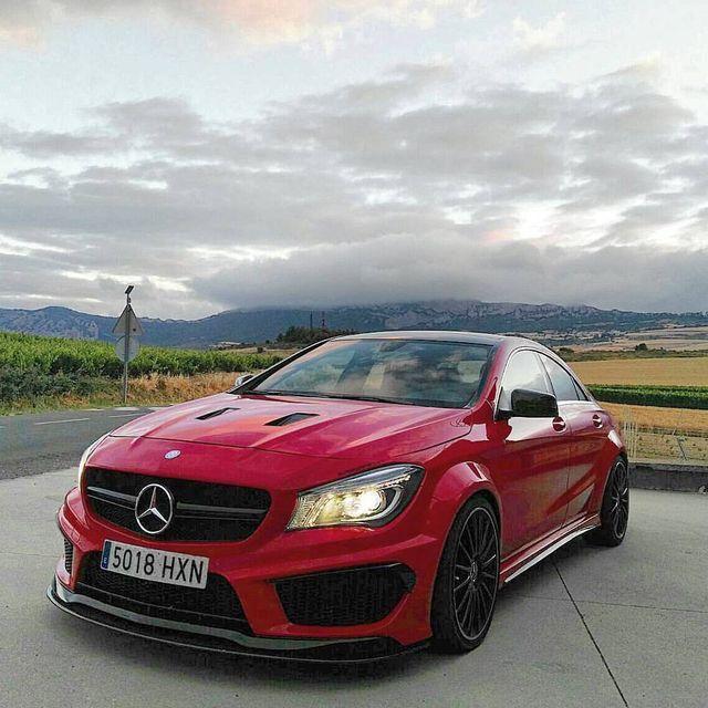Red Mercedes Arabalar