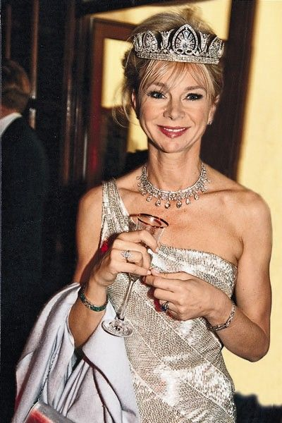 Derby tiara, worn here by Countess Caroline of Derby. Her husband is the Earl of Derby.The heir to the Devonshire title is the Marquees of Tavistock