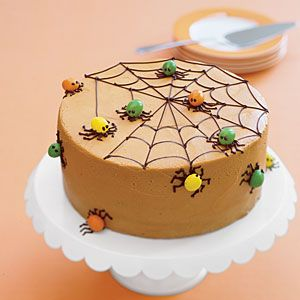 Colored candies are all you need to transform a chocolate cake into a creepy, crawling Halloween-themed cake. Don't worry, even with the spiders you won't be able to resist this delicious confection.