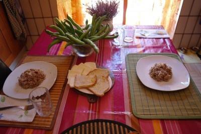 Fave con pecorino e riso con porro, funghi cornucopia, coriandolo e peperoncino sfumato al rosso! Dalla tavola di una nuova amica di raggiocorto ;)
