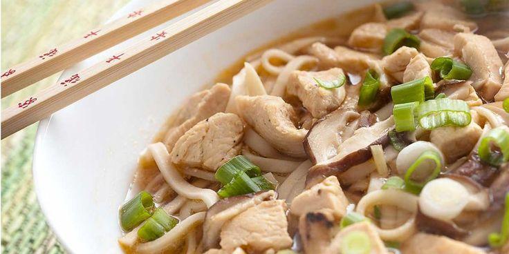 Σούπα noodles με κοτόπουλο, τσίλι και τζίντζερ