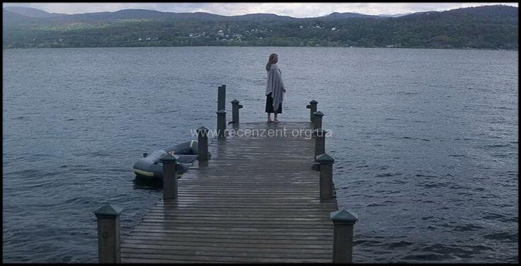 Что скрывает ложь - мистический триллер от Роберта Земекиса. Главную роль исполнила роскошная Мишель Пфайффер. Она воплотила образ домохозяйки Клэр Спенсер.