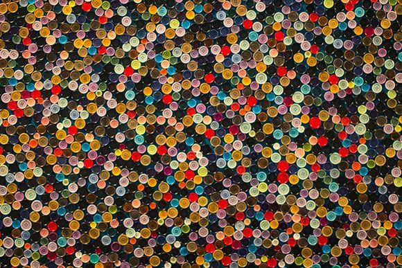 Parete con bottoni => http://blog.gromia.it/arredare-una-parete-vuota-10-idee-da-cui-prendere-spunto/