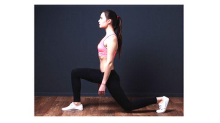 Kár lenne kihagynod: ez a komplex gyakorlat jó kiegészítője a guggolásnak, az izomépítés mellett nyújt is, növeli az ízületi mozgékonyságot és az egyensúlyérzéket is fejleszti. A jó technika itt...