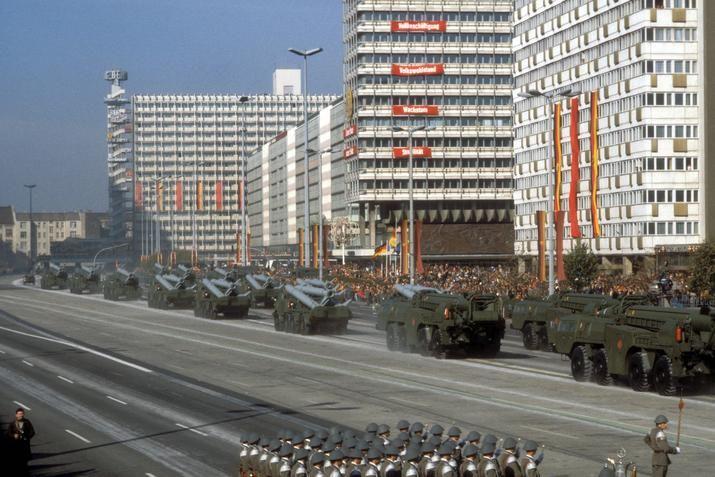 Berlin-Mitte Raketenparade 70er Jahre