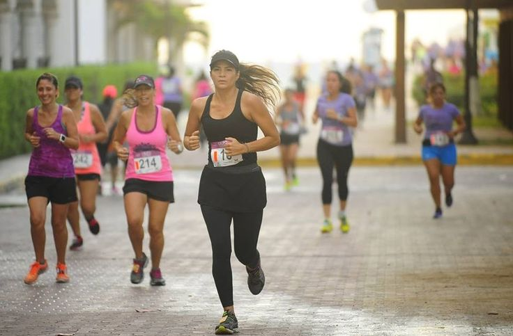 La Presidenta Municipal de Solidaridad, Cristina Torres Gómez, encabezó la 1era Carrera de la Mujer en Playa del Carmen que organizó la A...