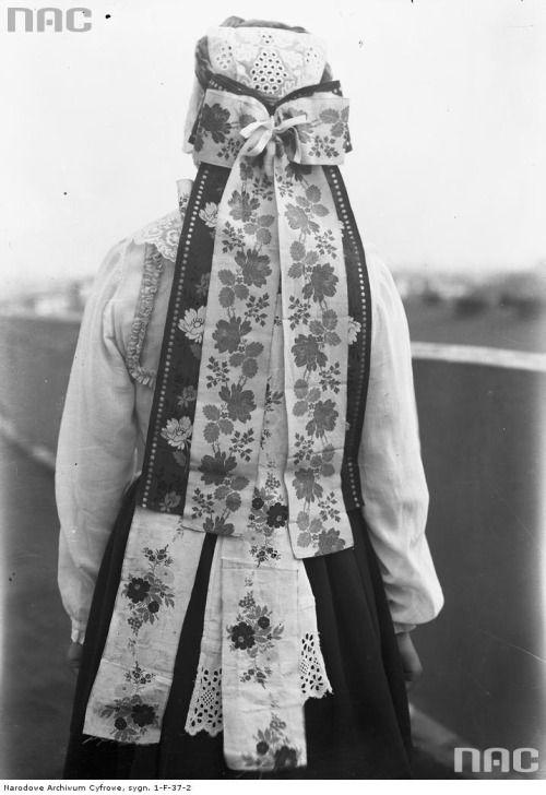Headwear of a regional costume from Szamotuły, Poland, 1937 http://polishcostumes.tumblr.com/