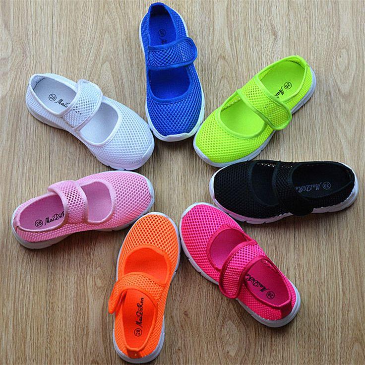2016 niños zapatillas multicolores sandalias de las muchachas estudiantes de color caramelo de las muchachas de Malla zapatillas Chicos y niños sandalias planas huecos