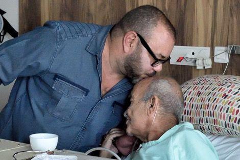 الملك محمد السادس يزور اليوسفي في المشفى