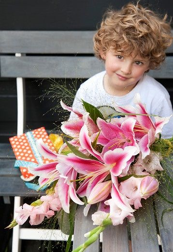 First School Day bulb flower inspiration. Get inspired by our moodboards and articles about flower decoration!