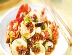 Resep Masakan: Mapo Tofu |Tahu Mapo (mapo tahu), adalah hidangan Cina yang populer dari provinsi Sichuan China. Ini adalah kombinasi dari tahu diatur dalam chili- dan kacang berbasis saus pedas, biasanya suspensi merah tipis, berminyak, dan cerah, dan sering dimasak dengan Tauco (fermentasi kacang hitam) dan daging cincang.