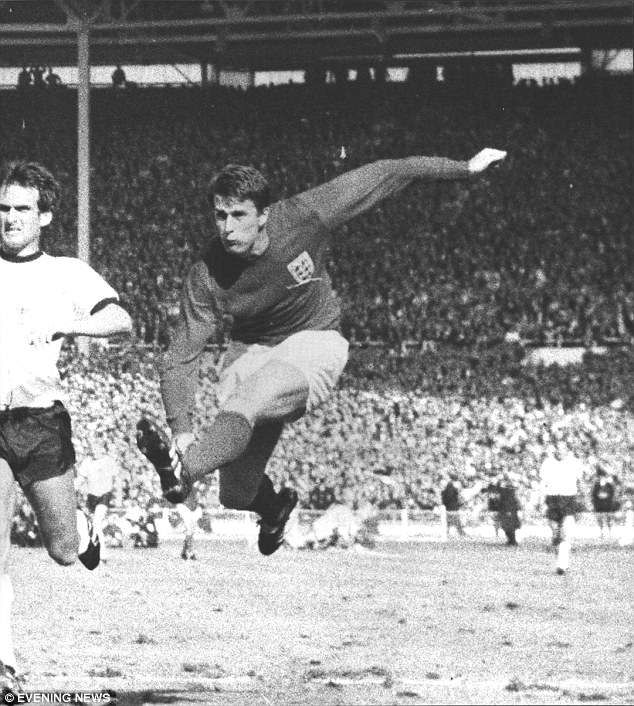 Geoff Hurst Admits He Sees Similarities Between Himself And Harry Kane 1966 World Cup England Football Team 1966 World Cup Final