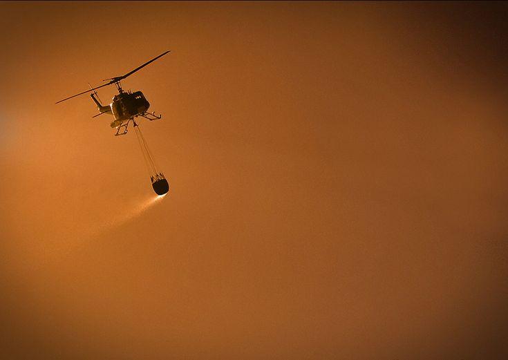 Helicóptero atacando el fuego en Araucania, Chile. Diego Spatafore