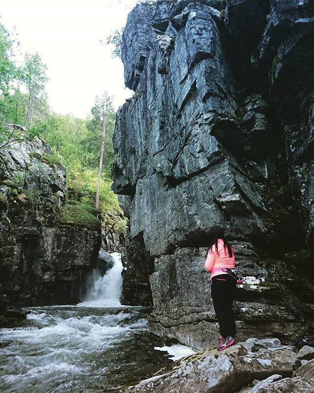 Følge Saraelv litt oppover, fant en finfin fiskeplass.  #Reisedalen #bilto #Foss #Fiske #Ferskvann #Waterfall #fishing #freshwater #Mountainriver #river #dnt #norskturistforening #utno #girlfriend #helgetur #fjelltur #weekend #nature #naturephotography #naturelovers #visitnorway