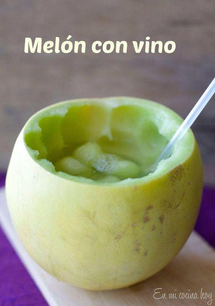 Un trago clásico del verano en Chile: Melón con vino, consumido en playas, picnics y fiestas familiares.