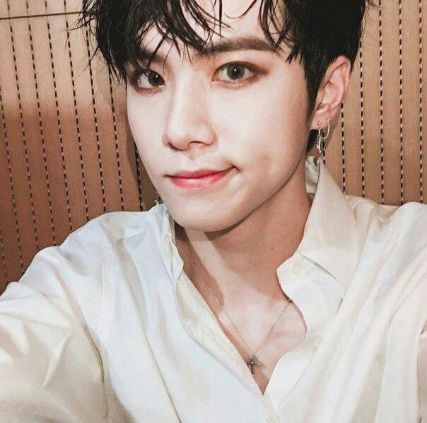 Donghan (foto con cui l'ho conosciuto)❤️
