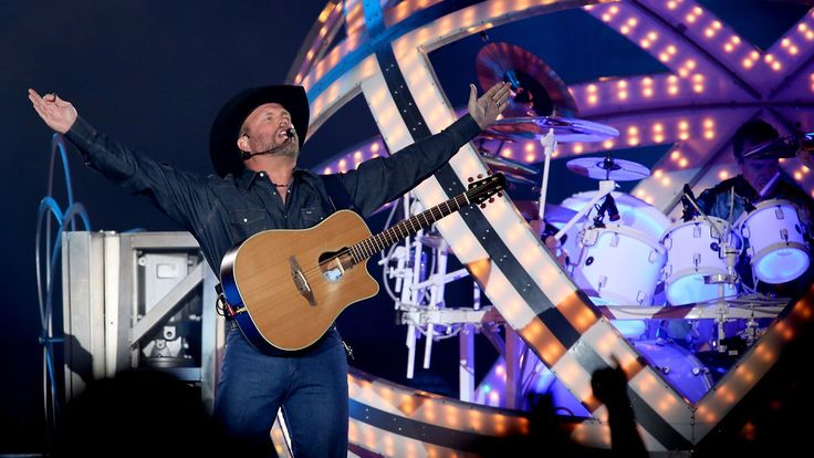 Garth Brooks pilots fans to his special quadran... http://www.latimes.com/entertainment/music/la-et-ms-garth-brooks-tour-review-forum-20170730-story.html?utm_campaign=crowdfire&utm_content=crowdfire&utm_medium=social&utm_source=pinterest #music #entertainment