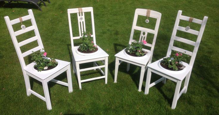 Deze planten-stoelen heb ik gemaakt voor moederdag. Brocante / landelijke stoelen met een bak vol eenjarige planten. Kijk voor meer informatie op FB Pagina of Instagram: Mandyzijn Creaties