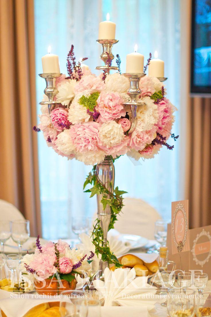 Aranjament floral cu bujori vintage