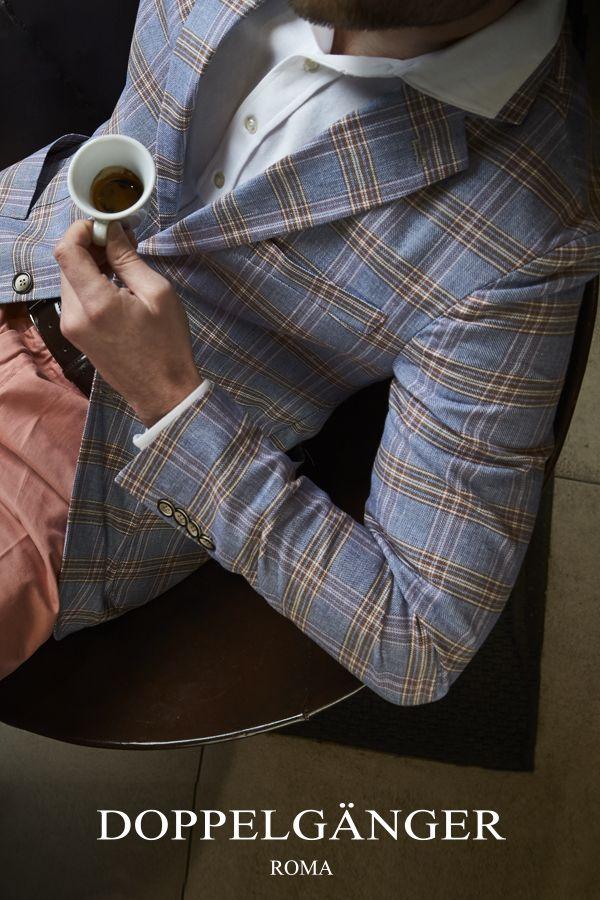 Con l'arrivo dell'estate questa giacca aggiunge un tocco originale e moderno al guardaroba maschile, grazie al particolare check total british. Il misto lino cotone traspirante garantisce freschezza e dona uno stile comodo e moderno.