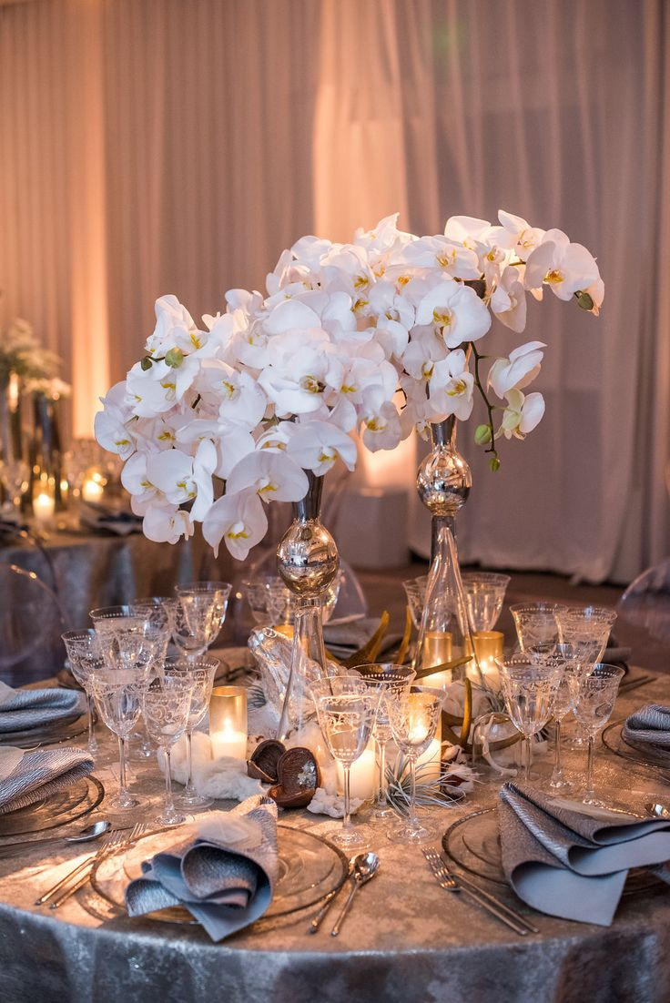 20 Christmas Centerpieces Your Guests Will Gush About All