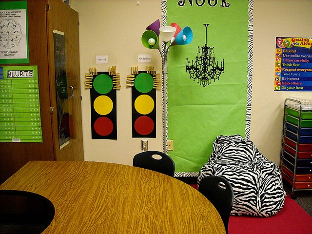 I love the Stoplight Behavior chart; very effective classroom manager! <3