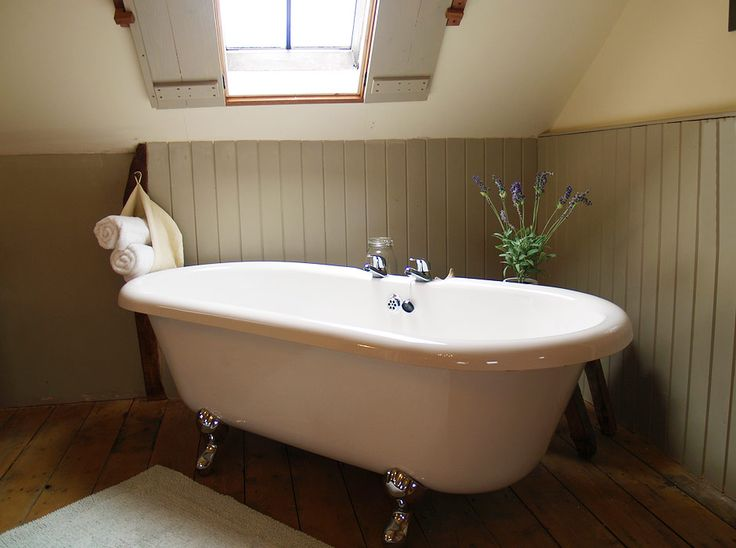 Roll top bath for romantic holiday cottage break | Roof ...