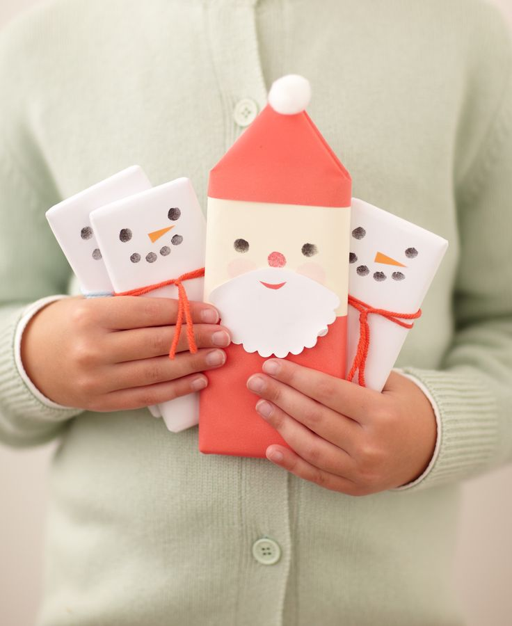 Santa and snowmen chocolate bars. Can't wait make them and hopefully come up with other ideas for chocolate bars