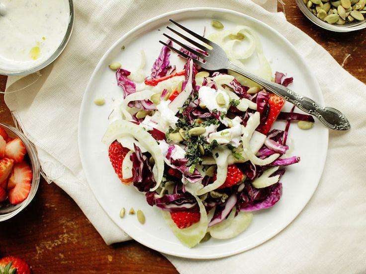 Σαλάτα με μάραθο, λάχανο, φράουλες και dressing γιαουρτιού - Marymary Cook