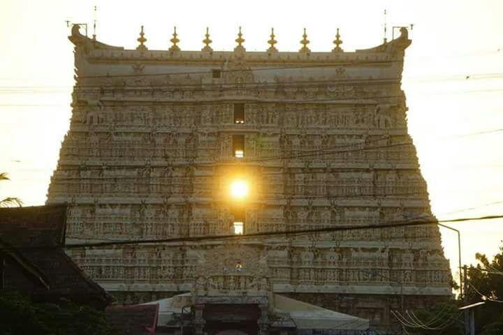 SriAnanthaPadmanabhaswamy Temple in Thiruvananthapuram Sunset Wonder – Sage of Kanchi