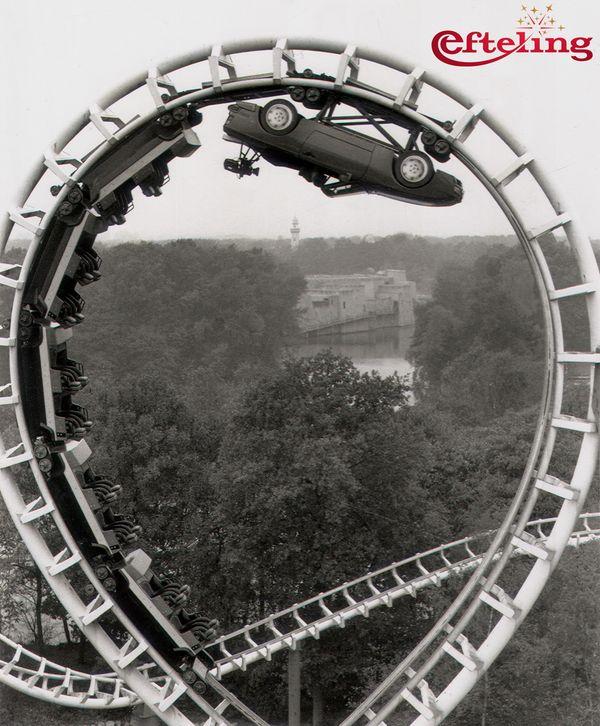 Foto van een spectaculaire Porsche commercial op de baan van de Python. Efteling jaren tachtig.