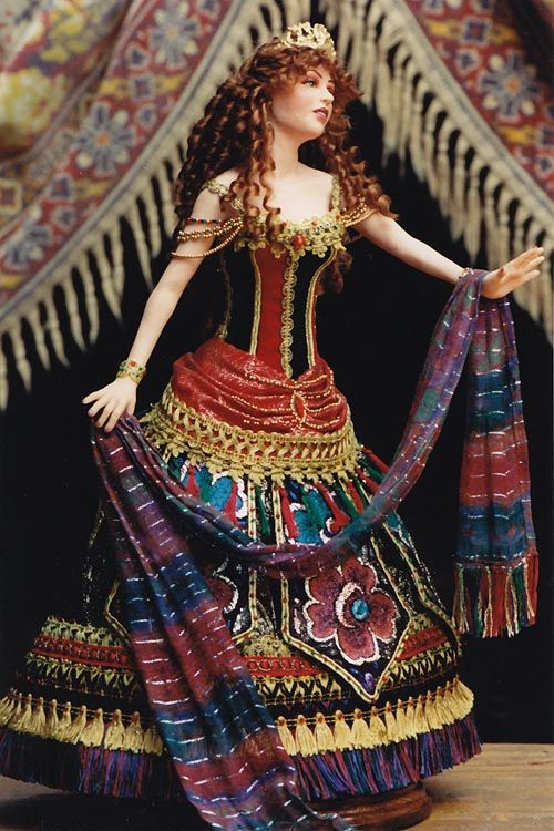 Brilliant article explaining the techniques to put this gorgeous ball jointed doll costume together.   Copyright © 2012 Martha Boers All Rights Reserved