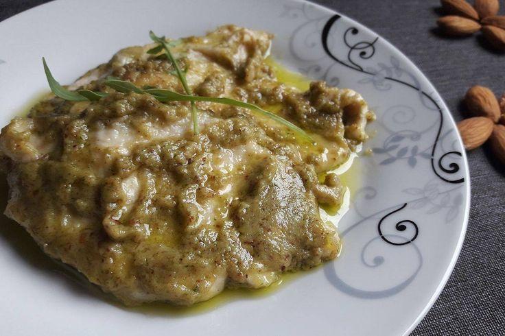 Il petto di pollo cremoso al pesto di mandorle e rucola è un secondo piatto semplice da preparare ma di sicuro successo per il suo sapore intenso. Ecco la ricetta