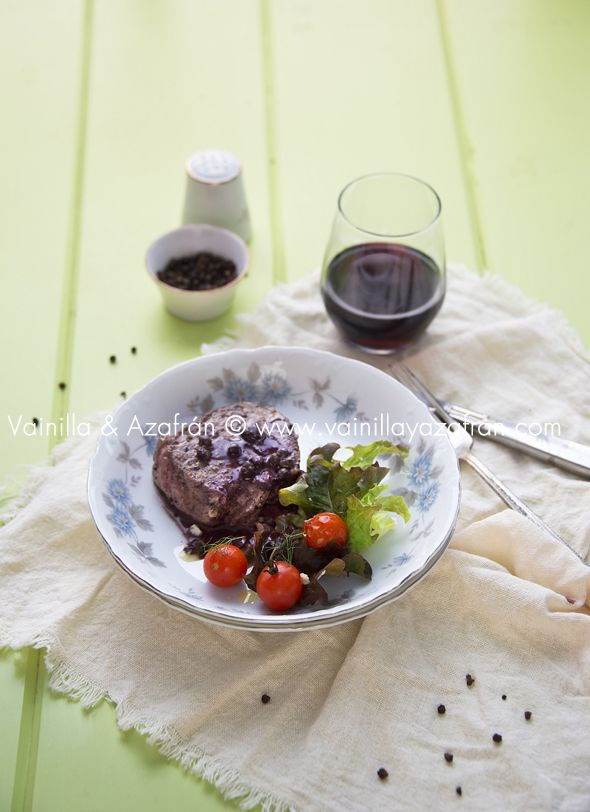 Medallones de res en salsa de vino y queso azul/ Beef Medallions with Rede Wine and Blue Cheese Sauce