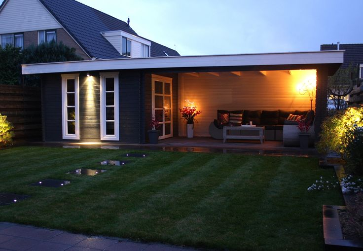 Tuinhuis met plat dak en veranda