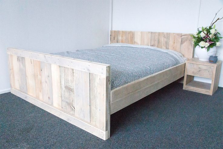 Een prachtig steigerhouten bed in een schitterende landelijke uitstraling. Bekijk dit bed, bestel vandaag en binnen twee weken leveren wij jouw bed!