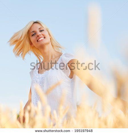 romantic woman field blond - Google-søk