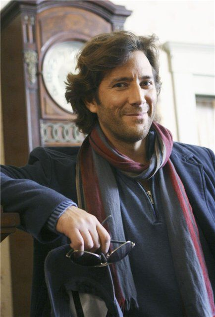 Henry Ian Cusick: I ♥ Desmond.  Then blew me away in just the one ep of Fringe.  Brotha!