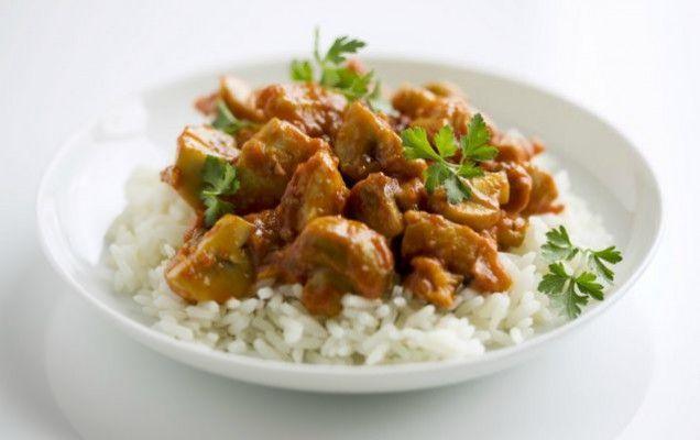 Μανιτάρια κοκκινιστά με ρύζι