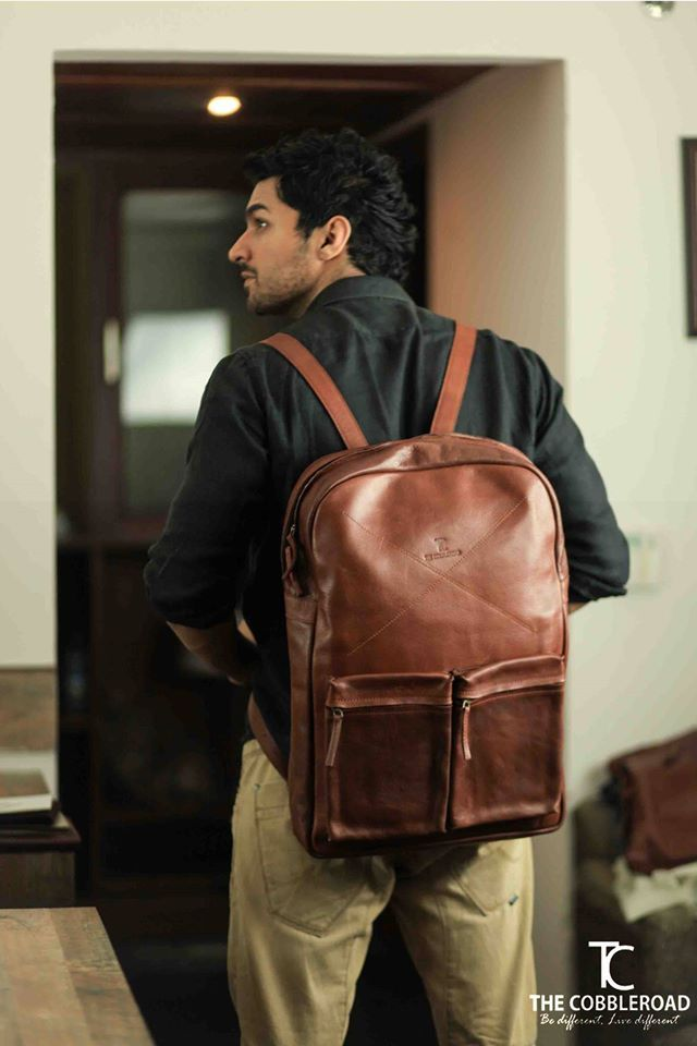 The Cobbleroad is a company based upon the principle of giving the best quality Leather products to its customers. It gives you various options like Leather bags, Luggage Bags, Camera Bags, Laptop Bags and many more.