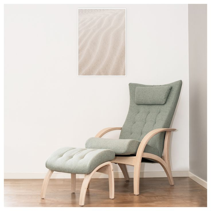 SAND |  The poster is a perfect match with the soft colored Delta Adventure chair seen in the picture.