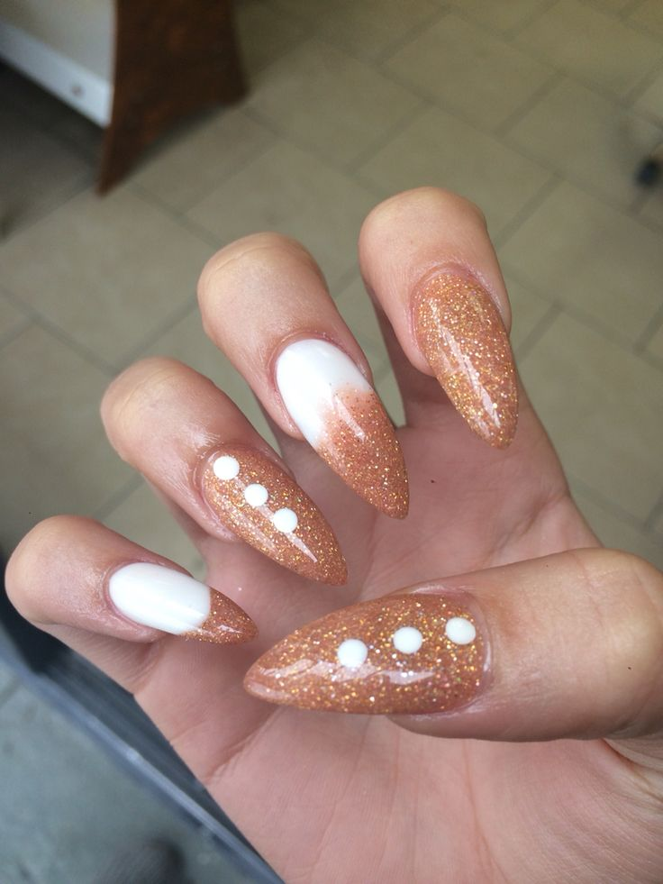•Gold & White Almond Nails• | Nails | Pinterest | Almonds