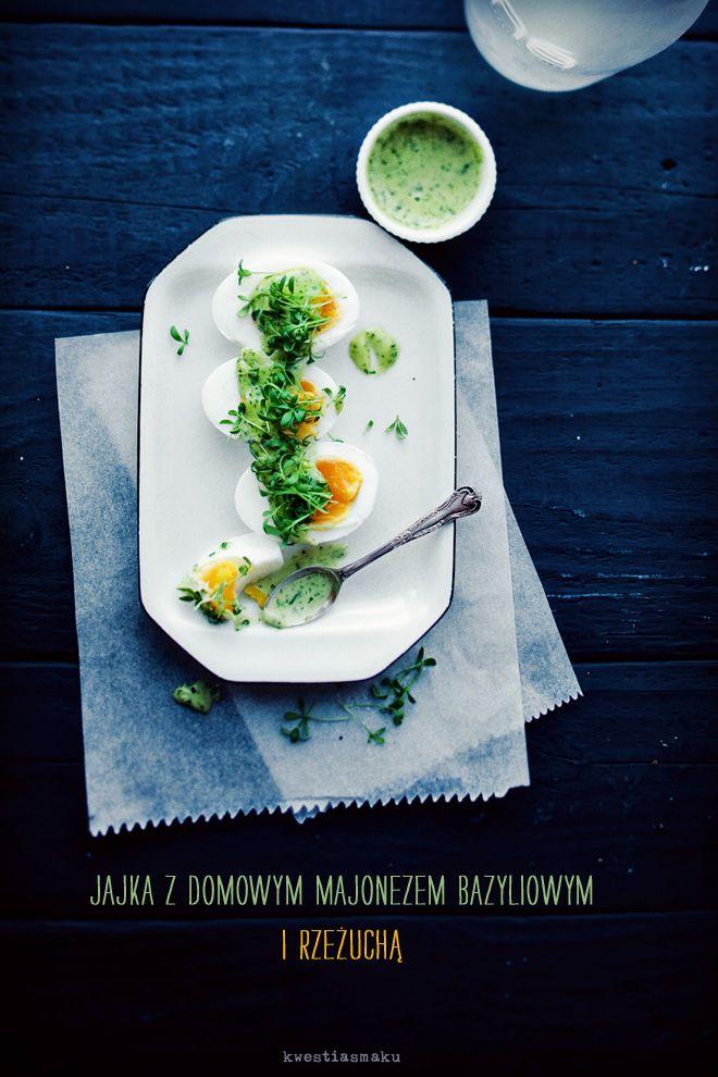 Jajka z domowym majonezem bazyliowym i rzeżuchą