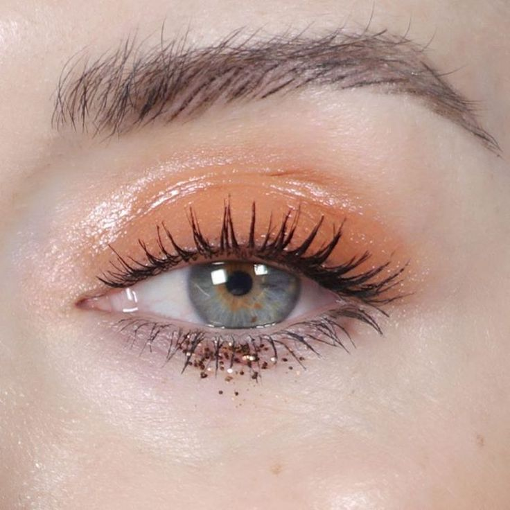 Glossy eyelid and a touch of glitter