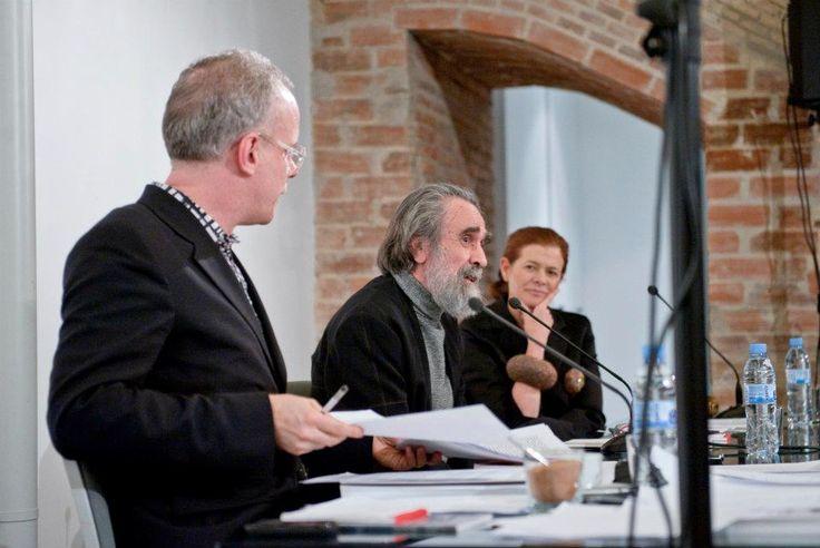 Hans Ulrich Obrist , Isidoro Valcárcel y Elena Ochoa Foster durante la presentación / Hans Ulrich Obrist , Isidoro Valcárcel and Elena Ochoa Foster during the presentation.