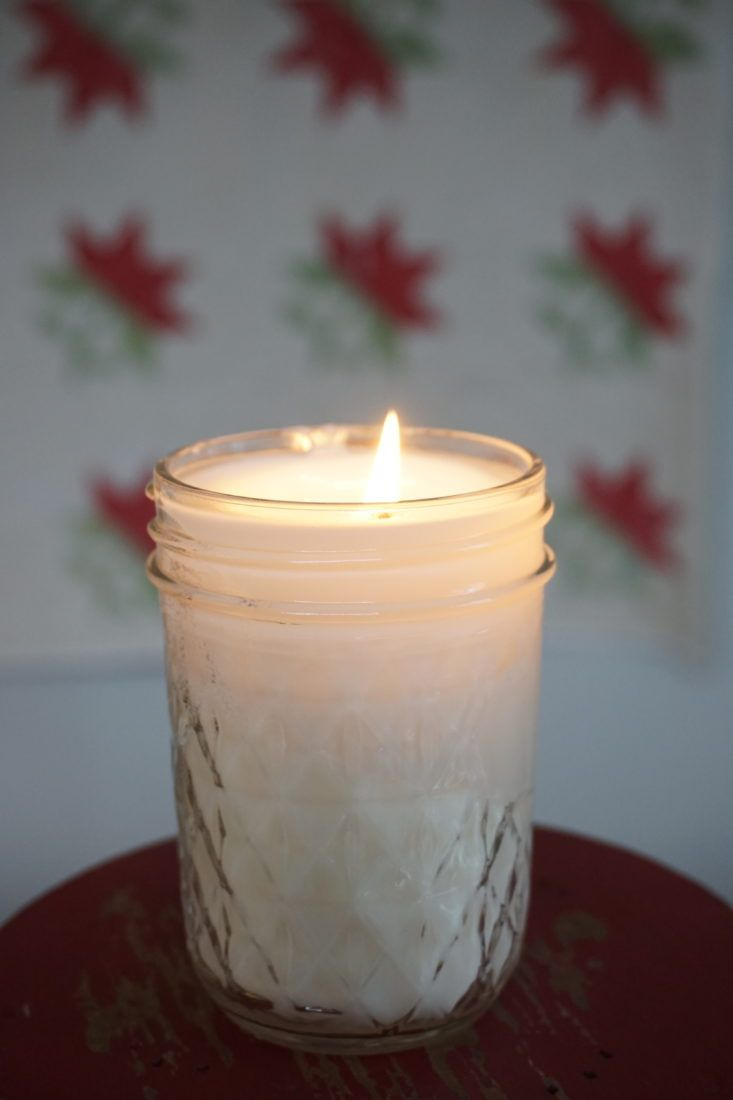 http://quiltingintherain.com/2017/12/homemade-soy-candles-5-easy-steps.html